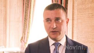 Министър Горанов обясни как, ако има по-малко автобуси, ще имаме БДЖ (видео)