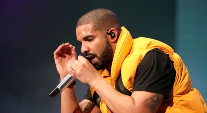 """Рапърът Дрейк отново е начело в класацията на """"Билборд"""" за сингли"""