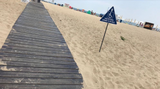 """На плаж """"Слънчев бряг – централен"""" има осигурен достъп за хора с увреждания"""