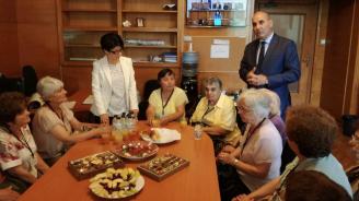 "Цветанов посрещна в НС дамите от клуб ""Просвещение"" от град Кубрат"