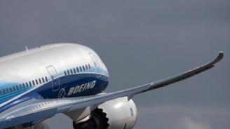 Буйстваща жена приземи самолет в Австралия
