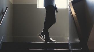 Син блъсна баща си по стълбището и го уби