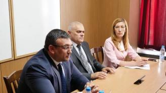 Министър Ангелкова: Работим, за да гарантираме максимално безопасно протичане на летния сезон