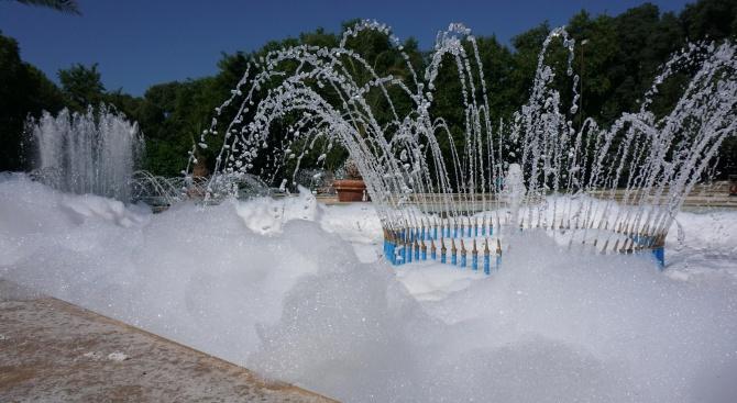 Разпениха фонтан във Варна (снимки)