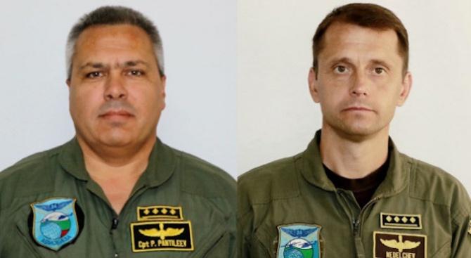 Погребват един до друг загиналите пилоти от Авиобаза Крумово