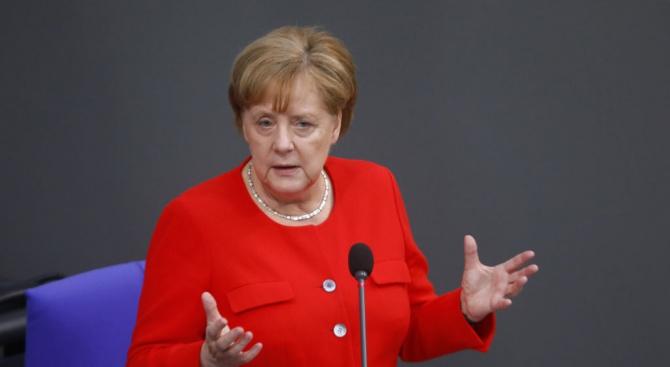 Меркел отхвърли предложението на Курц за охрана на границите на ЕС от нелегални мигранти