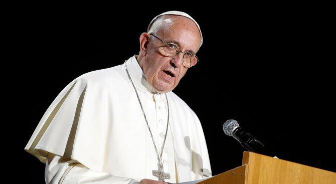 Папата призова за глобален отговор на мигрантската криза