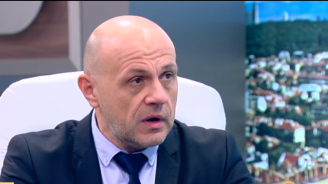 Томислав Дончев коментира поста на съпругата си за циганите и тоягата: Получи заплахи за разчленяване