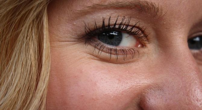 Хората с бръчки около очите изглеждат по-искрени