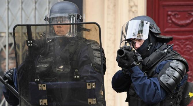 Психар е виновен за вчерашната заложническа драма в Париж