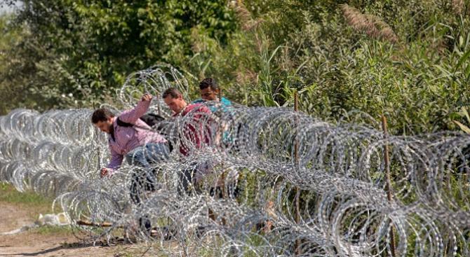 ООН: Затварянето на границите не спира каналджиите