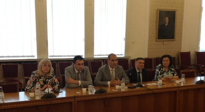 Цветан Цветанов се срещна с представители на Камарата на строителите в България