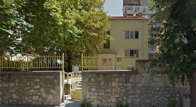 Мазилка падна върху деца в детска градина във Варна