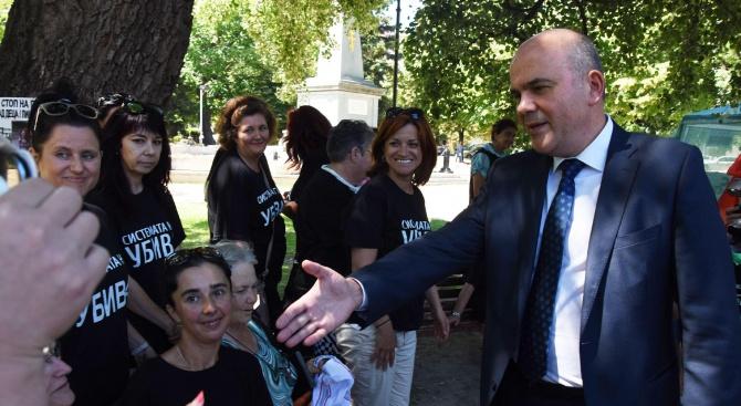 Бисер Петков: В момента държавата трудно може да осигури финансов ресурс, за да изпълни всички искания на майките (снимки)