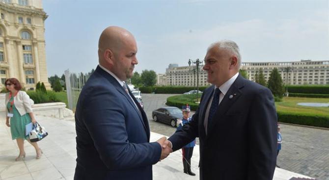 Валентин Радев проведе среща с председателя на Комисията по отбрана, обществен ред и сигурност в румънския парламент (снимки)