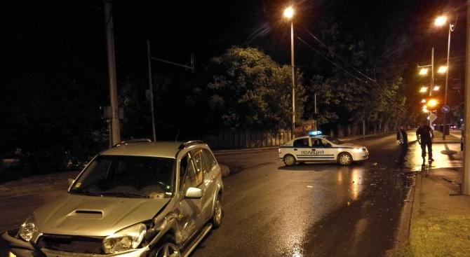 Кърджалийски Голф се удари с джип Тойота на хасковския бул.
