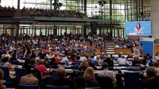 Мария Габриел посочи ключовете срещу онлайн дезинформацията