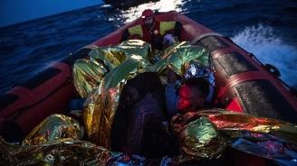 Откриха 12 тела и 41 оцелели от корабокрушение с мигранти край Либия