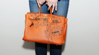 Продадоха дамска чанта втора употреба за 217 144 долара (снимка)