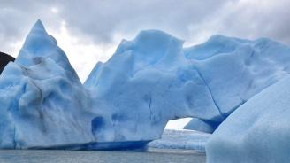 Антарктическият лед се топи стряскащо бързо