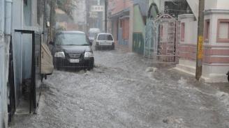 Поройни дъждове и градушки в Румъния, Сърбия и Хърватия (видео)
