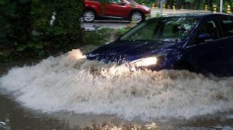 Дъжд и градушка удавиха Благоевград (видео)