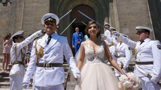 Флотска сватба събра погледите във Варна (снимки)