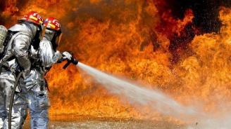 Пожарът в Глазгоу се разрасна (видео)