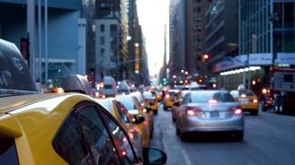 Такси се заби в пешеходци в Москва (обновена)