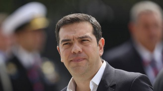 Гръцкото правителство оцеля