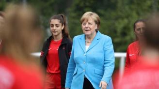 Меркел се опитва да организира среща за миграцията със страни от ЕС