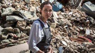 Анджелина Джоли посети лагер за сирийски бежанци в Ирак