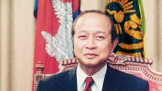 Камбоджанският принц ранен в катастрофа, жена му загина