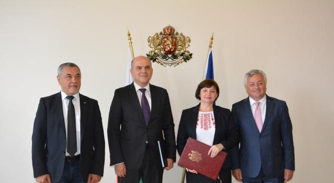 Министърът на труда и социалната политика Бисер Петков и молдовският