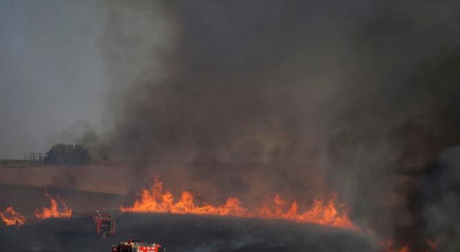 Пожар горя в житен масив край Пловдив между кварталите Прослав