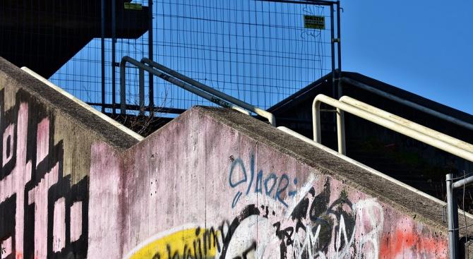 Служители на РУ Кюстендил са задържали 17-годишен младеж за увреждане