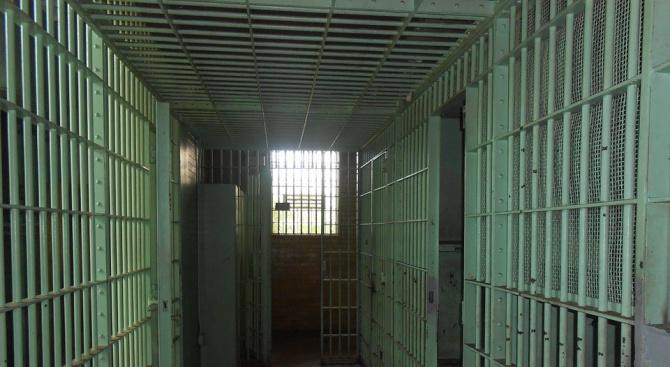 Затвор за частен съдебен изпълнител, присвоил голяма сума пари