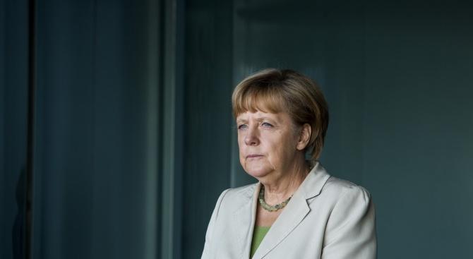 Подложена на натиск заради мигрантите, Меркел се опитва да спаси Шенген