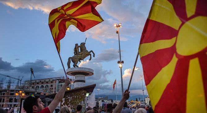 Хиляди протестираха пред парламента в Скопие срещу договора за името