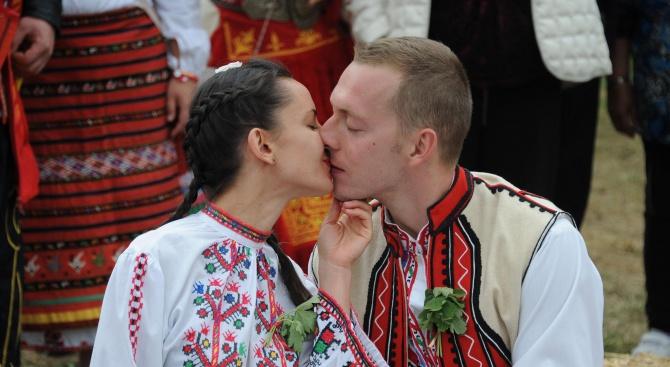 Пищна северняшка сватба събра стотици във Врачанския Балкан (снимки)