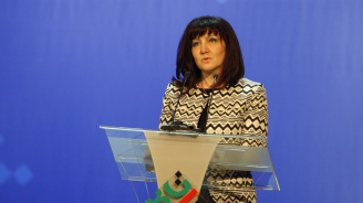 Цвета Караянчева: Разширяването на ЕС остава ключова политика