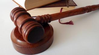 Осъдиха майка и син за съпротива на полицай и арогантност
