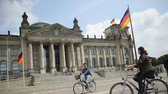 В Германия: За решаване на бежанския въпрос са нужни Италия и Гърция