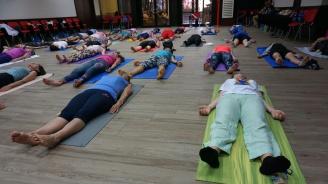Варна отбелязва Международен ден на йогата (снимки)
