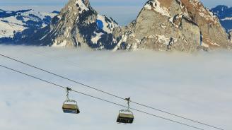 400 туристи бяха блокирани на швейцарски връх заради авария на лифт