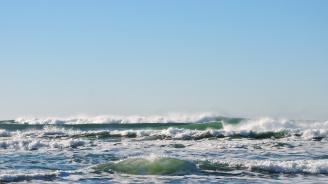"""На плаж """"Перла"""" край Приморско забраняват на туристите да разпъват собствени чадъри и хавлии"""