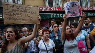 Испански съд пусна групови изнасилвачи и запали протести (снимки+видео)