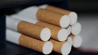 Мъж изхвърли в движение контрабандни цигари от колата си