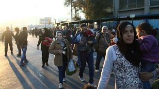 Десетки мигранти избягаха от испански център за настаняване