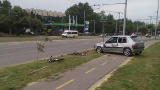 Блъснаха двама велосипедисти на велоалея във Варна (снимки)
